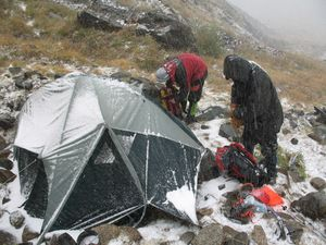 Первый лагерь – 2 800 м