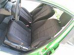 Несмотря на скромные размеры автомобиля, передние сиденья полноценные и довольно удобные.