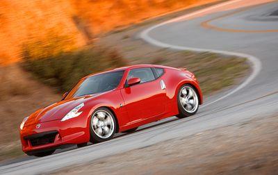 Этот автомобиль нового поколения легче и в то же время жестче предшественника, обладая укороченной колесной базой (на 10 см). Длина кузова у него меньше на 6,8 см.