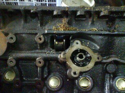 Сломанный двигатель RB26.