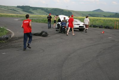 Ячменев Станислав вылетает с трассы во время тестовых заездов.