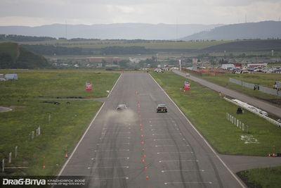 Криволапов на Skyline GT-R против Марии Пановой на Toyota Soarer.