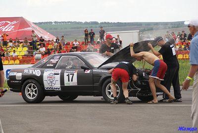 Попытка починить вышедший из строя Skyline GT-R.