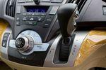 Базовая переднеприводная модификация оснащена бесступенчатым вариатором (некоторые модификации снабжены пятиступенчатым «автоматом») со спортивным S режимом. Навигация снабжена не только стандартной функцией выбора короткого маршрута, но также функциями выбора наиболее экономичного (по расходу топлива и по оплате за скоростные дороги) и живописного (пейзажи и т.д.) маршрута.