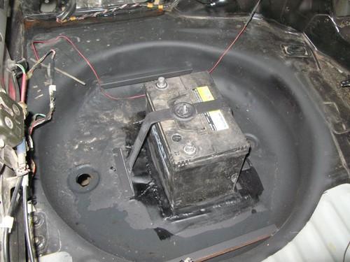 Аккумулятор перенесен в багажник.
