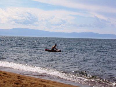 Заплыв Вадика на матрасе.