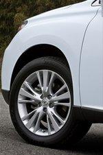 Передняя подвеска — стойки Макферсон, задняя — независимая двухрычажная. В комплектации «Version L Air suspension» автомобиль оснащается пневмоподвеской с электронным управлением, а в комплектации «Version S» — спортивной подвеской с активным стабилизатором.