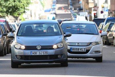 С приводом на сжиженном газе и гибридном приводом оба соперника экономят больше многих дизельных автомобилей.
