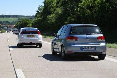 Honda Insight разгоняется быстрее, чем VW Golf Bi-Fuel.
