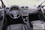Не слишком зрелищный кокпит VW Golf Bi-Fuel выигрывает за счет возможности удобного управления и очень хорошего качества отделки.