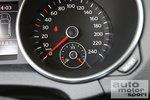 Кокпит VW Golf Bi-Fuel меньше проработан, чем в Honda Insight.