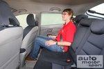 Людям выше 1,8метра на заднем сиденье приходится сгибаться.