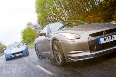 Lotus Evora против Nissan GT-R