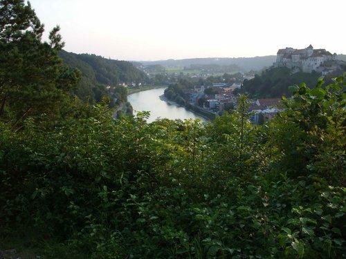 Вид на замок в Германии со стороны Австрии.