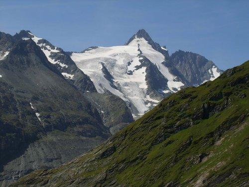 Самая высокая гора Австрии — Grossglockner (3 798 м).