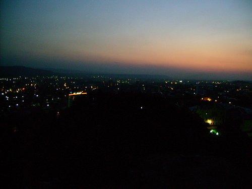 Вид на ночной Пятигорск с площадки возле орла.