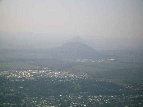 Вид на Пятигорск и его окрестности с вершины горы Машук.