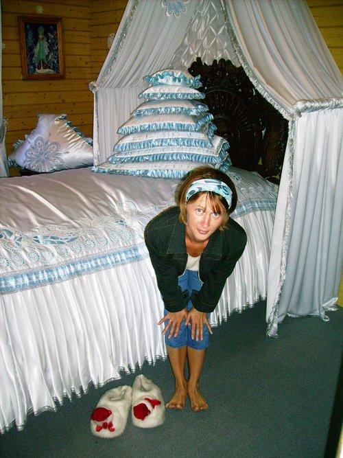Каждая подушка для исполнений желаний на свой день недели, и большая на праздники.