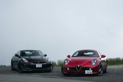 Alfa Romeo 8C Competizione против Nissan GT-R