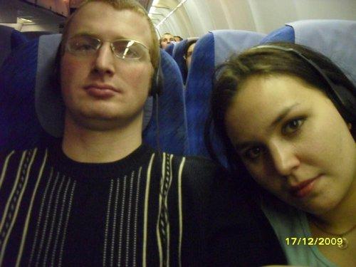 В самолете, после неудачных попыток уснуть, смотрим фильмы.