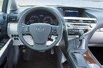 Если вы желаете ездить на автоматическом автомобиле, вам отлично подойдет и гибридный RX. Для управления им не требуется опыт, нужно лишь уметь пользоваться меню с помощью подобия мыши.