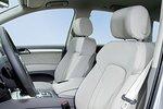 За кожаные сиденья с электроприводом Audi просит дополнительную плату, а Lexus для RX включает их в стандартную комплектацию.
