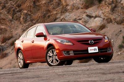 Большинство седанов с увеличением размеров получают более мягкий характер. Но не Mazda6.