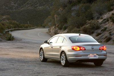 Покупая переднеприводный VWCC2.0T, вы получаете серьезный европейский седан менее чем за $30000.