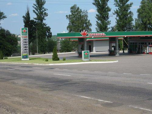 Цены на бензин в Украине кусались даже в начале лета.