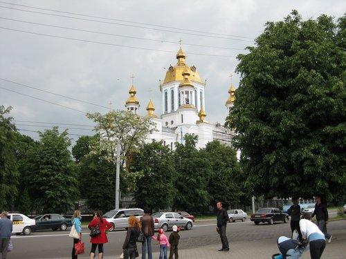 Свято-Покровский собор в начале улицы Соборной.