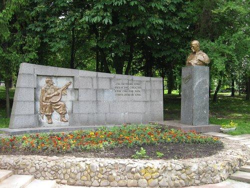 Один из памятников Т. Г. Шевченко.