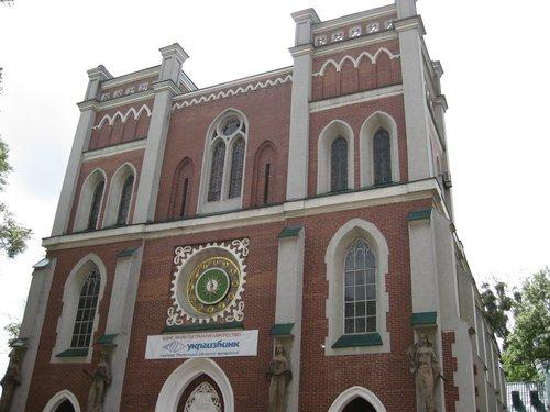 Зал органной и камерной музыки (бывший костёл Святого Антония) — островерхие шпили были снесены.