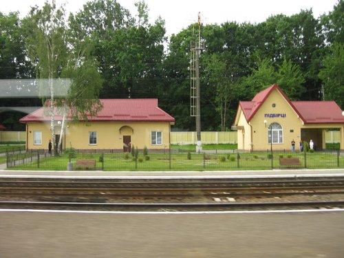 По пути часто попадались вот такие симпатичные маленькие станции.