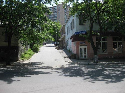 На тихих улочках Луганска.