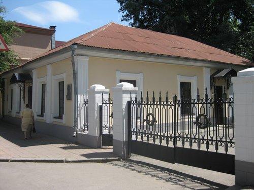 Дом, где родился В. Н. Даль (ныне — Литературный музей).