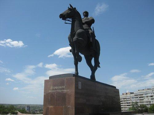 Памятник Клименту Ворошилову.