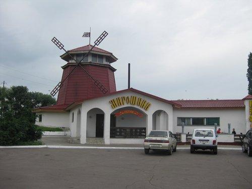 Пообедать остановились в ресторане «Мирошник».