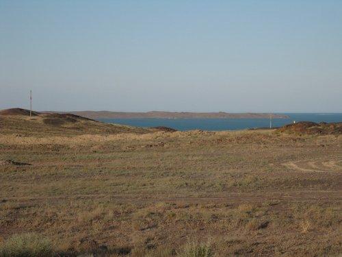 Показалось великолепное озеро Балхаш.
