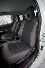 Кресло водителя в Toyota iQ