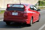 Большой спойлер, как ни странно, хорошо дополняет линии кузова Honda Insight. Чрезвычайно приятен низкий тембр нового глушителя, выполненного из нержавеющей стали.