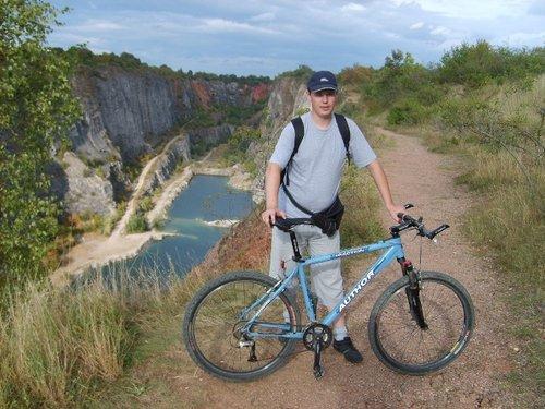 Под Прагой прогулка на велосипедах.