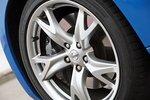 ... 19-дюймовые колеса наткнутся на ливневку, а затем скачком возвращается на заданную траекторию. 370Z лучше выглядит на гоночной трассе: если Audi полагается в первую очередь на свою турбину в сочетании с полным приводом, ...