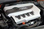 Самый маленький объем, меньше всего цилиндров, но отнюдь не самый слабый мотор: из двух литров четырехцилиндровый двигатель с турбиной производит для полного привода 272лошадиных силы и 350Нм крутящего момента, однако...