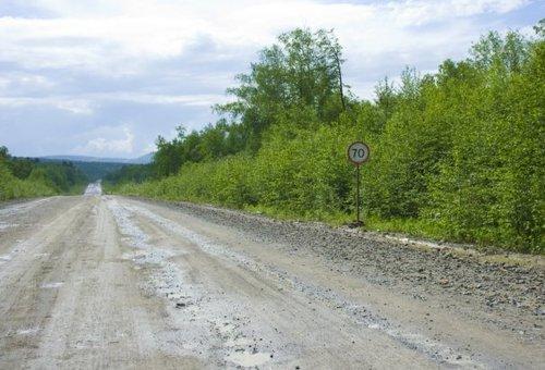 Ограничение скорости в 70 по такой дороге для человека, не прошедшего федералку, смотрится забавно.
