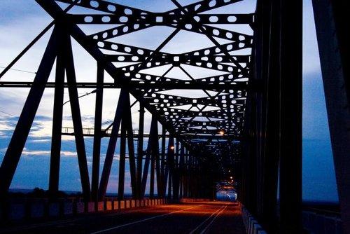 Мост через реку Зея. Собственно, чуть не расстреляли, пока делал фото.