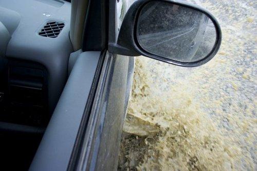 Моя страсть к грязе-водным преградам проявлялась в полной мере :).