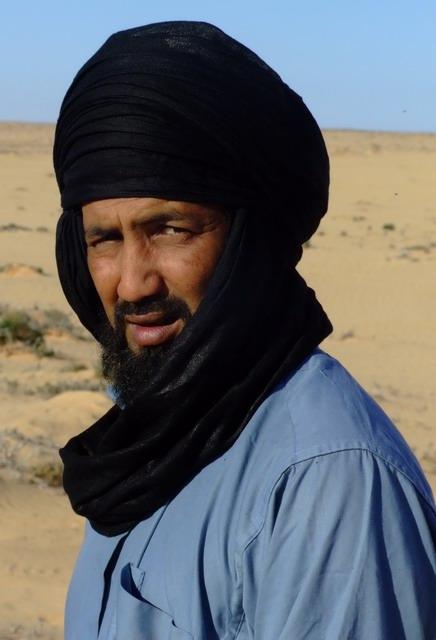 Наш гид Муса, из древнего и очень авторитетного рода туарегов Агмама. Ему 32 года, 16 из которых, как и его отец, он является тур-гидом по всей Ливии.
