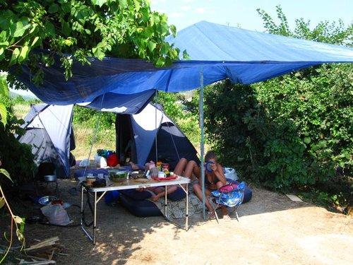 Молодые в палатке за деньги фото 330-785