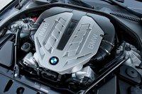 Бесспорно это одна из лучших частей BMW 550i: 4,4-литровый турбовый V8 мощностью 400л.с. Плавный и шелковистый.