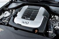 Infiniti M56 предпочел сыграть на большом рабочем объеме. Его 5,6-литровый V8 выдает 420«лошадок» и 565Нм крутящего момента. Его нужно постоянно держать на высоких оборотах.